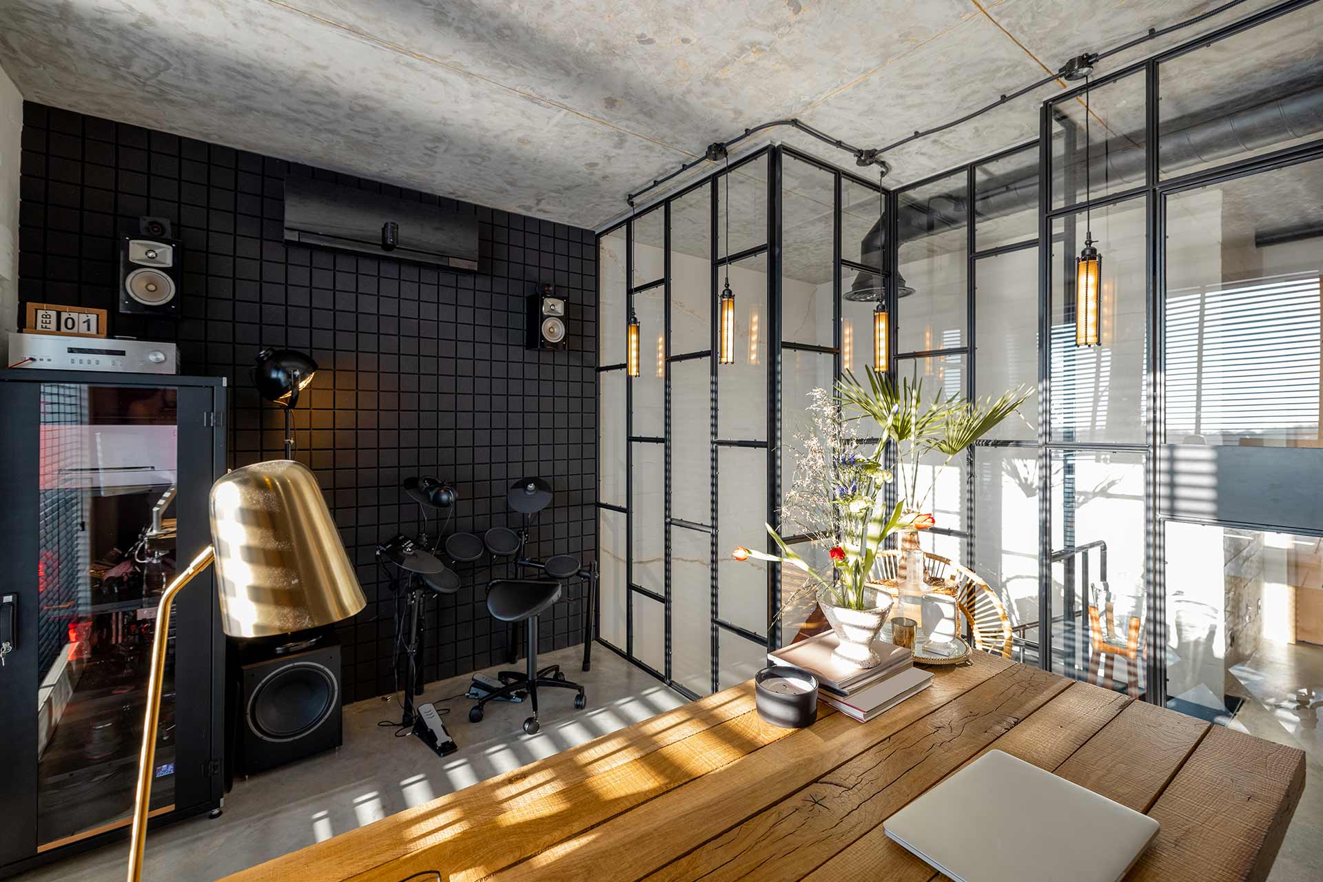 home-office-interior-in-modern-natural-style-98DLTQ3.jpg